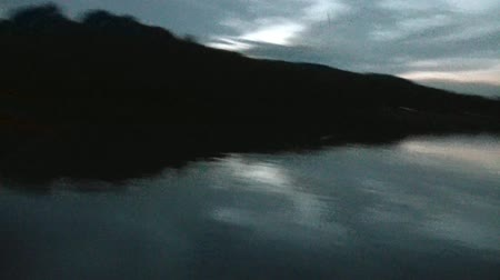 arejado : Clip of fishing rod casting with bobber at dusk on a Minnesota lake with calm glassy waters. Vídeos