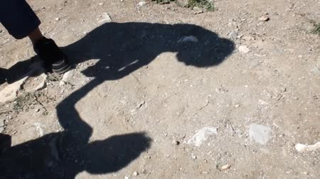 кулак : The shadows of two kids fight with eachother