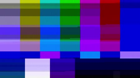színek : Color Bars Data Glitches (24fps). A looped set of color bars experiencing technical difficulties, being distorted with data glitches, dropped pixels, signal interference and other digital anomalies. Stock mozgókép