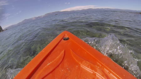 kano : A kayak point of view (POV) rowing through the water on the Nevada side of Lake Tahoe. Stok Video