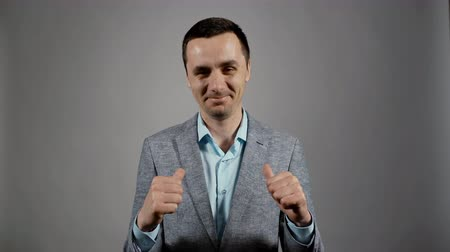 превосходство : Thumbs up thumbs up. Charismatic actor play concept of emotions
