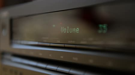compact disc : Turning volume to on amplifier