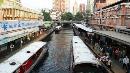 saen : Bangkok, Thailand - January 27, 2018 : Hight speed of Saen Saep Khlong canal boats in asia arrive and depart, carrying passengers through waterways of Pratunam pier, Bangkok