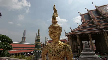 kaew : Wat Phra Si Rattana Satsadaram or Wat Phra Kaew, The most sacred Buddhist temple in Thailand