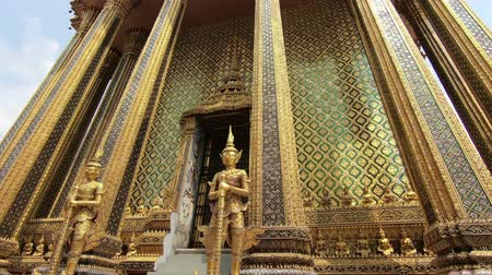 budha : The temple of the Emerald Buddha or Wat Phra Si Rattana Satsadaram, The most sacred Buddhist temple in Thailand