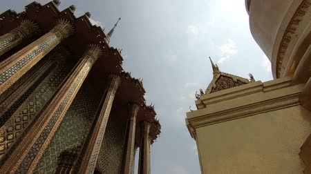 kaew : Wat Phra Kaew, The most sacred Buddhist temple in Thailand