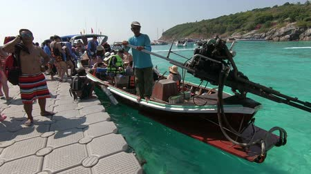 pontão : Phuket, Thailand - March 27, 2018 : Tourist getting to long tail boat at Patok Bay, Koh Racha Yai Island