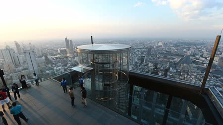 observatory : Bangkok, Thailand - November 21, 2018 : Timelapse of elevator with tourist open the door at 78th floor with 360 degree panoramic views at Mahanakhon building in Bangkok Stock Footage