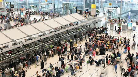 várjon : Bangkok, Thailand - January 8, 2019 : Time lapse of crowd passengers at check in counter hall in Suvarnabhumi Airport Stock mozgókép