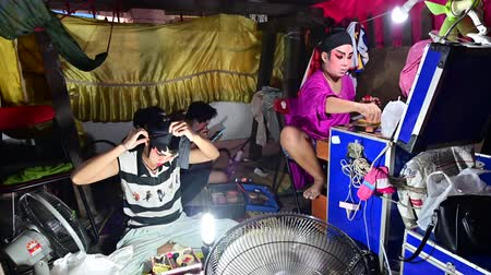 Çin mahallesi : Bangkok, Thailand - September 29, 2019 : Self makeup behind the stage of chinese opera