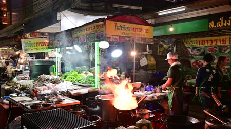 Bangkok, Thailand - December 11, 2019 : Chef preparing food with stir fry on street at Yaowarat road Vídeos