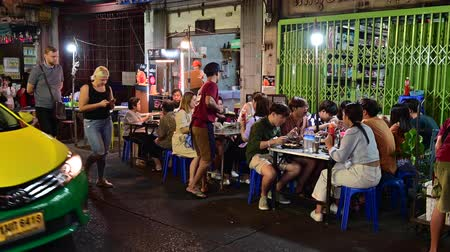 stragan : Bangkok, Thailand - December 11, 2019 : Unidentified tourists dining and bustling around street food at China town of Bangkok Wideo