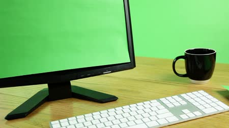 mysz : office desk with keyboard, screen, paper, pen and coffee on green screen