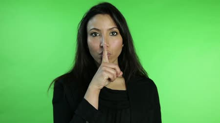 cisza : business woman isolated on green screen silence finger on lips Wideo