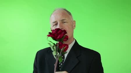 кавказский : Senior caucasian business man green screen receiving roses Стоковые видеозаписи