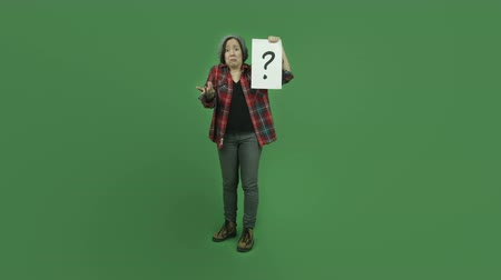 kérdőjel : attractive caucasian girl isolated on chroma green screen