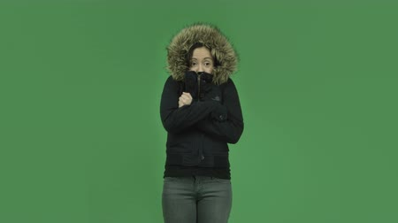 télen : attractive caucasian girl isolated on chroma green screen