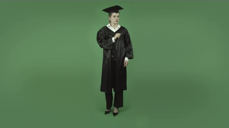 градация : attractive caucasian student graduat isolated on chroma green background