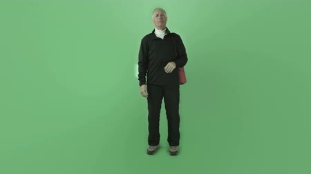кавказский : Senior caucasian man isolated on a green screen Стоковые видеозаписи