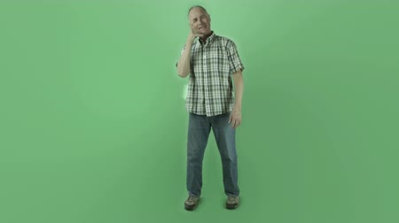 camiseta : Senior caucasian man isolated on a green screen Stock Footage