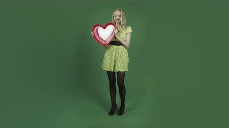 miłość : caucasian woman isolated on chroma green screen background