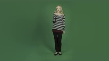 надеяться : caucasian woman isolated on chroma green screen background