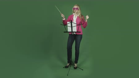 orkiestra : caucasian woman isolated on chroma green screen background