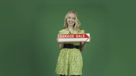 garagem : caucasian woman isolated on chroma green screen background