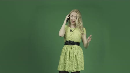 по телефону : caucasian woman isolated on chroma green screen background