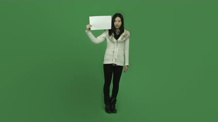 kürk : Attractive asian girl in her 20s isolated on a greenscreen chroma green background Stok Video