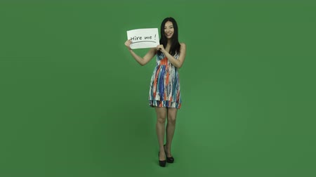 bezrobotny : Attractive asian girl in her 20s isolated on a greenscreen chroma green background Wideo