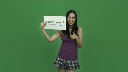 aluna : Attractive asian girl in her 20s isolated on a greenscreen chroma green background Vídeos
