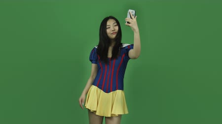 selfie girl : Attractive asian girl in her 20s isolated on a greenscreen chroma green background Stock Footage