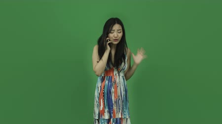 ekran : Attractive asian girl in her 20s isolated on a greenscreen chroma green background Wideo