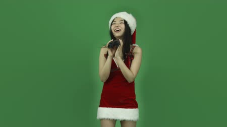 em pé : Attractive asian girl in her 20s isolated on a greenscreen chroma green background Vídeos