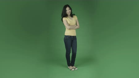 ekran : casual young asian adult woman isolated on green-screen background