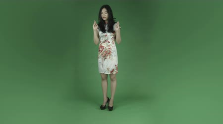 em pé : young asian adult woman isolated on green-screen background traditional chinese dress