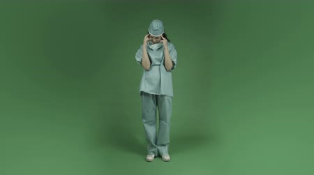 gondolkodás : young asian adult woman doctor surgeon isolated on green-screen background