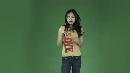 miłość : casual young asian adult woman isolated on green-screen background