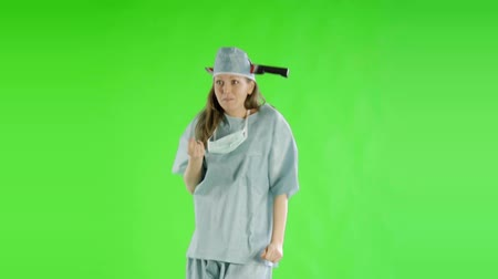 żart : caucasian woman greenscreen cut out doctor healthcare nurse scrubs humorous Wideo