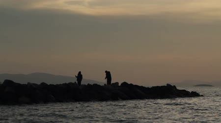 formato : Fisherman by the sea