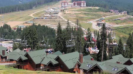 dağ evi : above roof of resort houses tourists climb on mountain lift at Carpathian Mountains