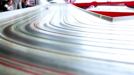 simülasyon : very fast small toy cars riding on huge track with extreme speed Stok Video