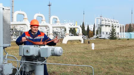 válvula : worker opens recirculation valve on compressor station of main gas pipeline