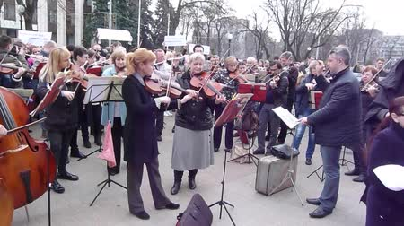 authorities : DNIPRO, UKRAINE - MARCH 24, 2017: Workers of the theaters and the philharmonic society hold a protest rally against the arbitrariness of the authorities and reduce their wages by 30-40%