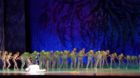 crayon : DNIPRO, UKRAINE - JANUARY 8, 2018: Unidentified girls, ages 7-12 years old, perform Ballet pearls show at State Opera and Ballet Theater. Stock Footage