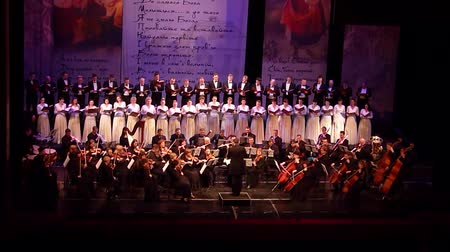 questão : DNIPRO, UKRAINE - MARCH 10, 2018: Caucasus - Cantata symphony for choir and symphony orchestra by S.Lyudkevych performed by members of the Dnipro Opera and Ballet Theater - conductor Nazar Yatskiv.