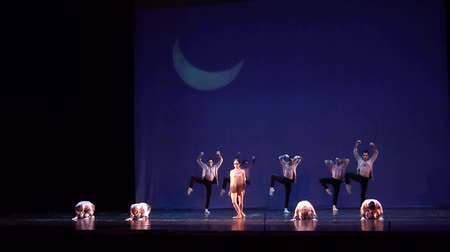 dynamiek : DNIPRO, OEKRA�NE - 23 maart 2018: Children of the Night-ballet uitgevoerd door leden van het Nationale Ballet in het Dnipro State Opera and Ballet Theatre.
