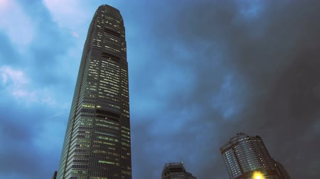 gün : Time lapse video of IFC build in Hong Kong with a fast movement cloudy background. Stok Video