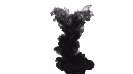 derramado : 3d black ink in water. big cloud like explosion Vídeos